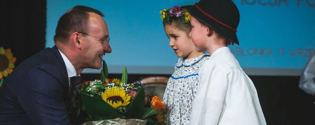 """Promocja książki edukacyjnej """"Kolorowa Profilaktyka"""" i wizyta Rzecznika Praw Dziecka w Jabłonce"""